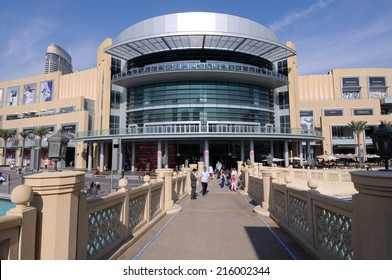 DUBAI, UAE - FEB 4: Exterior of the Dubai Mall - the largest mall in the Middle East. February 4, 2010 in Dubai, United Arab Emirates