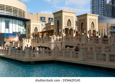 DUBAI, UNITED ARAB EMIRATES - DECEMBER 10, 2016: Bridge between Souk Al Bahar and Dubai Mall in the downtown of Dubai City, United Arab Emirates.