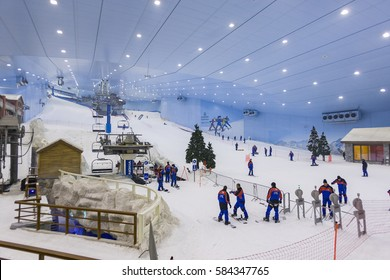 DUBAI, UNITED ARAB EMIRATES - MAY 7, 2006: Ski Dubai, an indoor ski area.