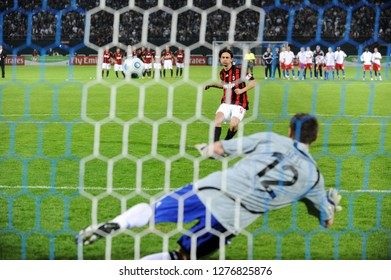 DUBAI, UNITED ARAB EMIRATES-JANUARY 06, 2008: AC Milan's italian player Filippo Inzaghi, scores a penalty kick, during thesoccer match, AC Milan vs Hamburg, in Dubai.