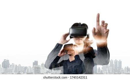 Duble-Exposition Bild von Geschäftsleuten mit einem modernen VR-Brillen oder vr-Brillen-Overlay mit der Stadt. das Konzept der Geschäftskommunikation. Kopieren des weißen Hintergrunds.