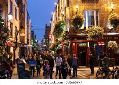 DUBLIN, IRELAND - 9 SEPTEMBER: In entertainment district of Dublin's famous Temple Bar.  9 SEPTEMBER 2014