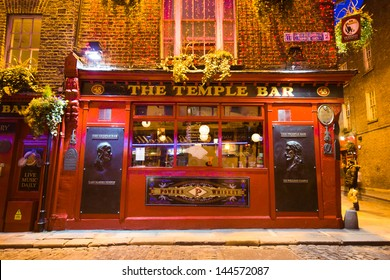 DUBLIN, IRELAND - APR 1: Night street scene in the Dublin, Ireland Temple Bar historic district on April 1 2013. This landmark medieval area is known as Dublins cultural quarter with lively nightlife.