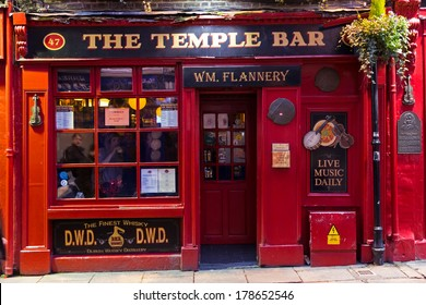 DUBLIN, IRELAND - FEB 15: Street scene in Dublin, Ireland on Feb 15, 2014. Temple Bar historic district is known as Dublins cultural quarter with lively nightlife.