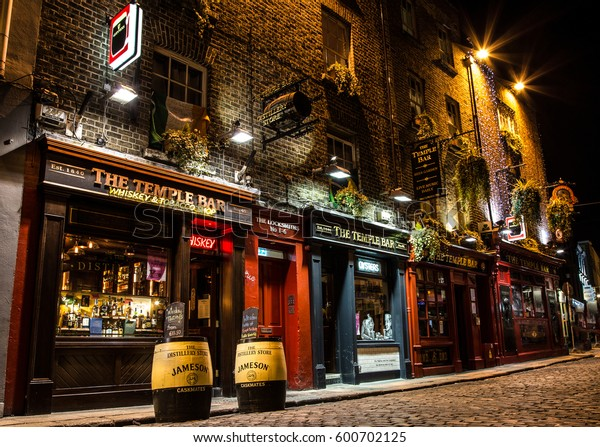 Dublin Ireland jan 22 2017 - Night street scene in the Dublin, Ireland Temple bar historic district. This landmark medieval area is known as Dublins cultural quarter with lively nightlife.