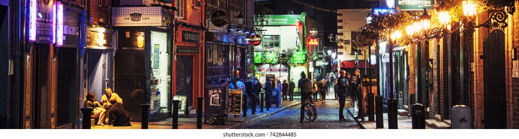 DUBLIN, IRELAND - SEPTEMBER 7, 2014: Nightlife at popular historical part of the city - Temple Bar quarter in Dublin, Ireland. The area is the location of many bars, pubs and restaurants