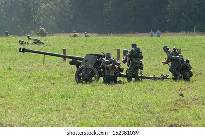 DUBOSEKOVO, RUSSIA - JULY 13: military history club members reenact German anti-tank artillery crew during Field of Battle military history festival on July 13, 2013 in Dubosekovo, Russia