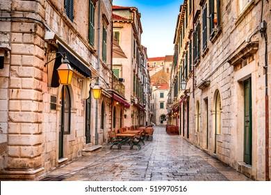 Dubrovnik, Kroatien.  Dubrovnik Altstadt Blick (mittelalterliche Ragusa) in Stradum.