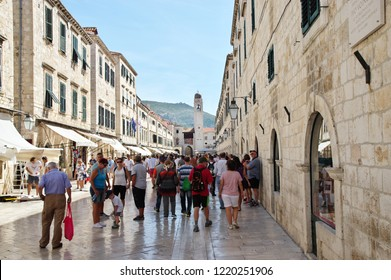 Dubrovnik, Dalmacija, Croatia – September 11, 2018: Stradun (Placa) str., Old Town. You can see the architecture typical of the region, some pubs, restaurants and shops.
