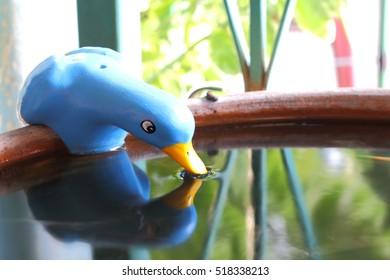 duck stucco at edge jar