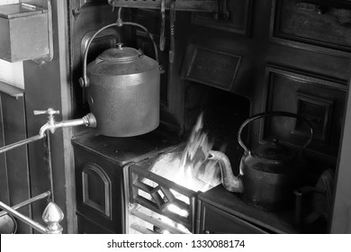 Dudley, England, February 24th 2019. A black and white photograph of an open coal fire kitchen range circa 1900s.