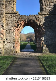 dudley priory ruins, gate