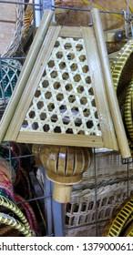 Dudukan lampu  dari bambu