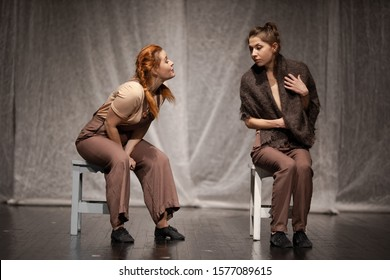 The duet of the actress girl plays a modern lyrical performance of the show on the stage of the theater