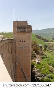 Dukan Dam tower (Sulaymaniyah, Iraq)