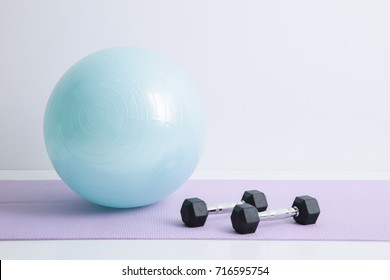 dumbbell and balanceball