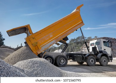 Dump truck unloading process,