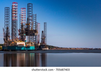 Dundee harbour oil rig