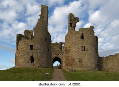 Dunstanburgh Castle gatehouse & keep