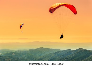 Duo paragliding flight