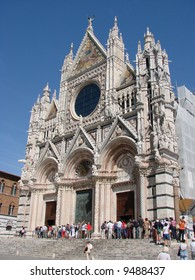 The Duomo of Siena, which was built in the 12th and 13th centuries, is one of the prettiest churches in Gothic style in Italy.