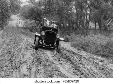 Duplex Truck with four wheel drive moves forward on a rutted, muddy road near Culpeper, Virginia, c. 1918-21
