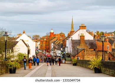 DURHAM, ENGLAND - MAY 2, 2018: View of an stylish british street in medieval city of Durham, UK