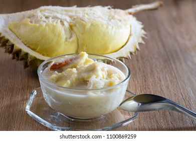 Durian with coconut milk and sticky rice in glass bowl, Popular thai dessert / Select, focus