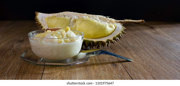 Durian with coconut milk and sticky rice in glass bowl, Popular thai dessert / Select, focus, and adjustment size for Banner, cover, header