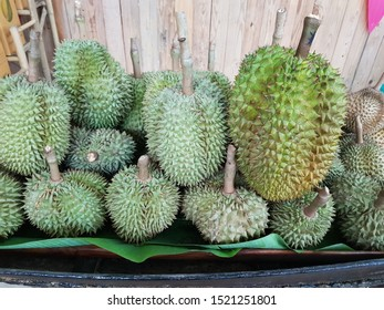 Durian, the fruit king of Thailand, is popular in many countries, despite the strong smell, hard bark, hard thorns. But has a sweet fragrance