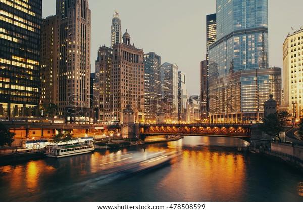 DuSable-Brücke in der Dämmerung, Chicago.