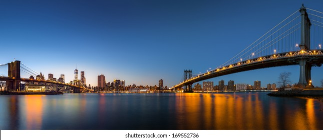 """Dusk panorama with the downtown New York City skyline and the """"Two Bridges"""": Brooklyn Bridge and Manhattan Bridge, viewed from Brooklyn Bridge Park, across the East River (41Mpx)"""