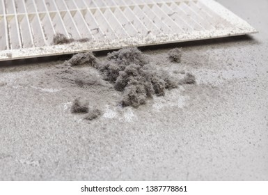 Dust is collected from the duct filter. Harmful dust in the room