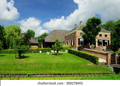 Dutch farm house whit an thatched roof