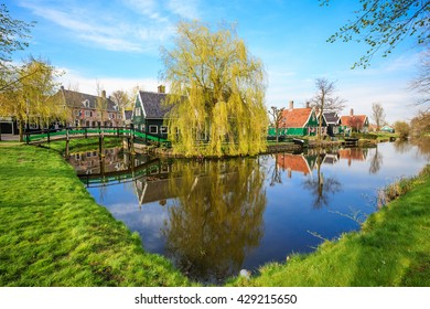 Dutch house with bridge and lake - Zaanse Schans, Netherlands
