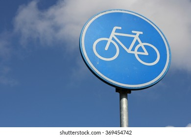 Dutch road sign: route for pedal cycles only