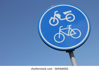 Dutch road sign: route for pedal cycle and mopeds only