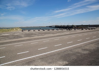 Dutch water management, Oosterschelde dam sea weir with free flow ability for ebb and flow