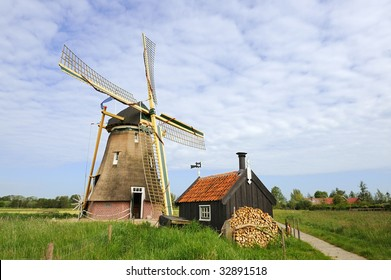 Dutch windmill in landscape Groot-Ammers