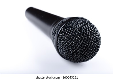 Dynamic microphone at an angle