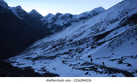 Early morning ascent to Thorung La during sunrise