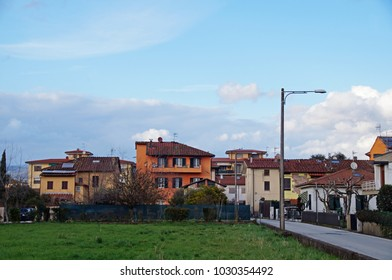 Early morning just outside Lucca with a view towards small colorful houses
