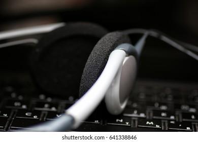 earphone keyboard black