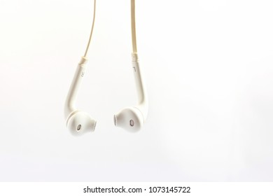 earphone or smalltalk use to listen the music and talking on the phone