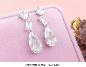 Earrings Jewelry for lady and women fashion accessories