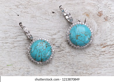 Earrings jewelry with natural turquoise gemstone