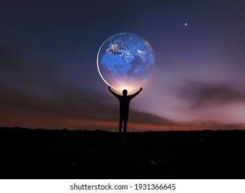 Erde in menschlichen Händen. Erdtag. Energieeinsparung , von der NASA bereitgestellte Elemente dieses Bildes