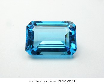 earth mined natural blue topaz emerald cutting gemstone for gold jewellery