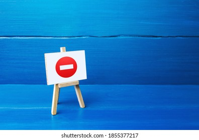 Easel with no entry symbol. Restrictive measures and lockdown quarantine, restricted area. Wrong decision, bad choice. Inadmissibility and unacceptability in society. Suspension of contract agreements