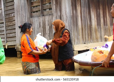 east coast , Malaysia - December 28, 2014: a group of volunteers brought food and relief items to help the flood victims